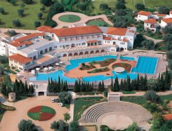 Amarinthos hotels with restaurants