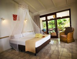 Port Vila hotels with restaurants