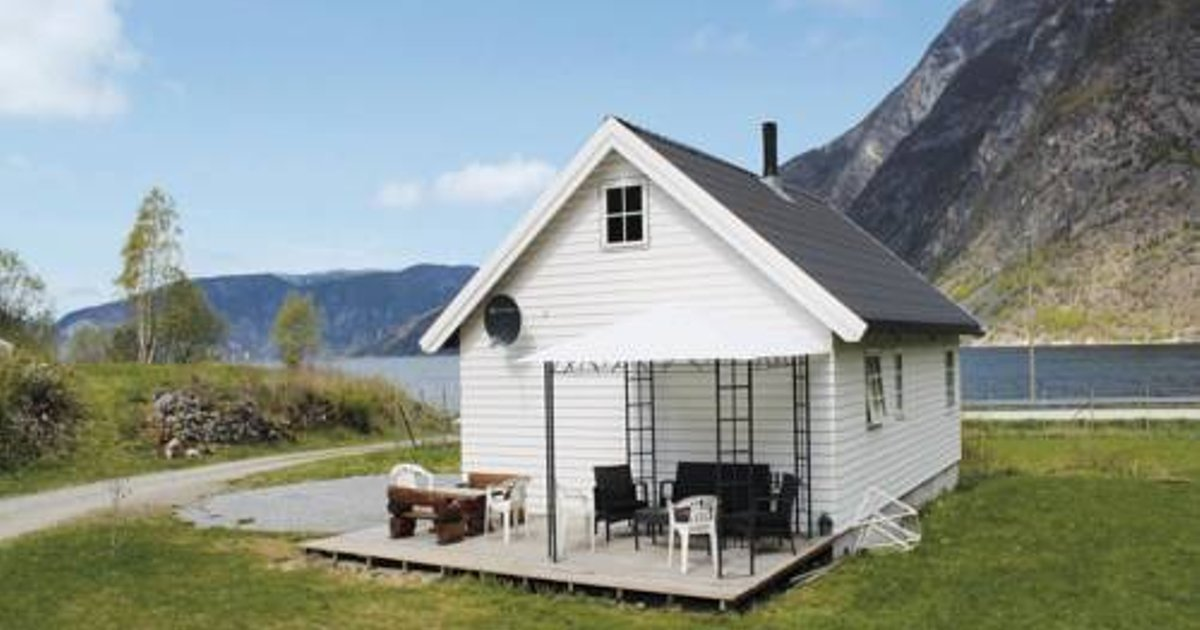 Two-Bedroom Holiday home with Sea View in Lærdal