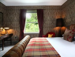 Balloch hotels with restaurants