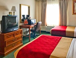 Erie hotels with restaurants