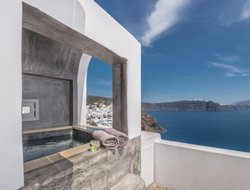 The most expensive Oia hotels