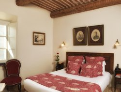Grignan hotels with restaurants