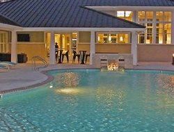 Broad Creek hotels with swimming pool