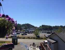 Ucluelet hotels with restaurants