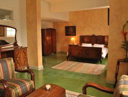 Antioquia hotels with restaurants