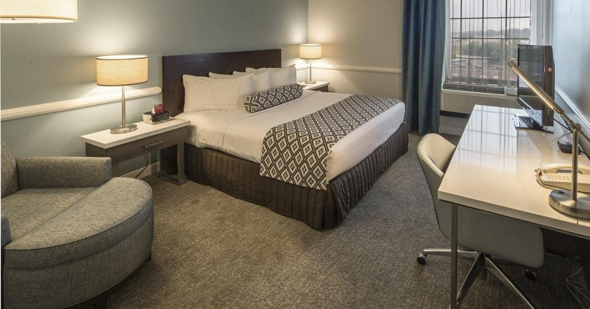 Crowne Plaza Hotel and Suites Pittsburgh South