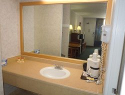 Absecon hotels with restaurants