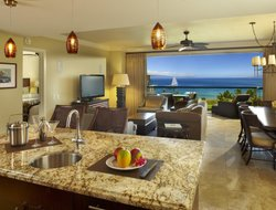 Kapalua hotels with restaurants