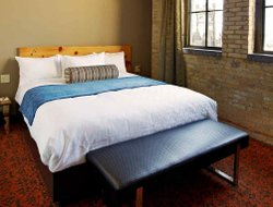 Milwaukee hotels with restaurants