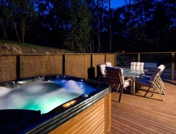 Hepburn Springs hotels with swimming pool
