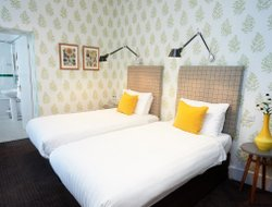 Pets-friendly hotels in Bedford