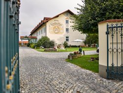 Lauterbach hotels with restaurants
