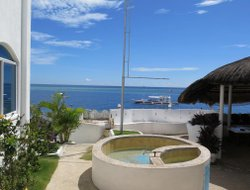 Baljoon hotels with sea view