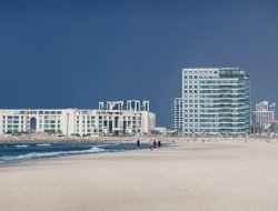 Herzliya hotels with Russian personnel