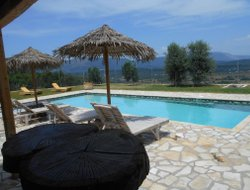 Pets-friendly hotels in Liapades