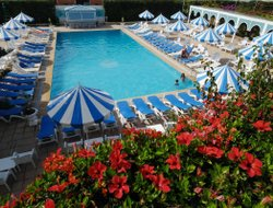 El Ahmar hotels with swimming pool