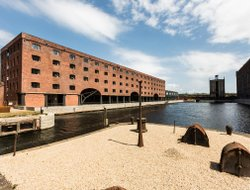 Liverpool hotels with restaurants