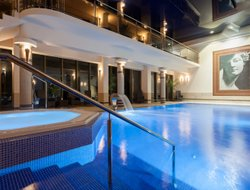 Ustronie Morskie hotels with swimming pool