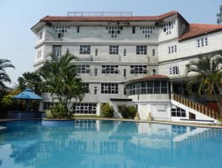 Devanhalli hotels with swimming pool