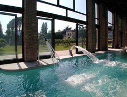 Galzignano Terme hotels with swimming pool