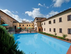 Volterra hotels with swimming pool