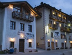 San Lorenzo in Banale hotels with restaurants