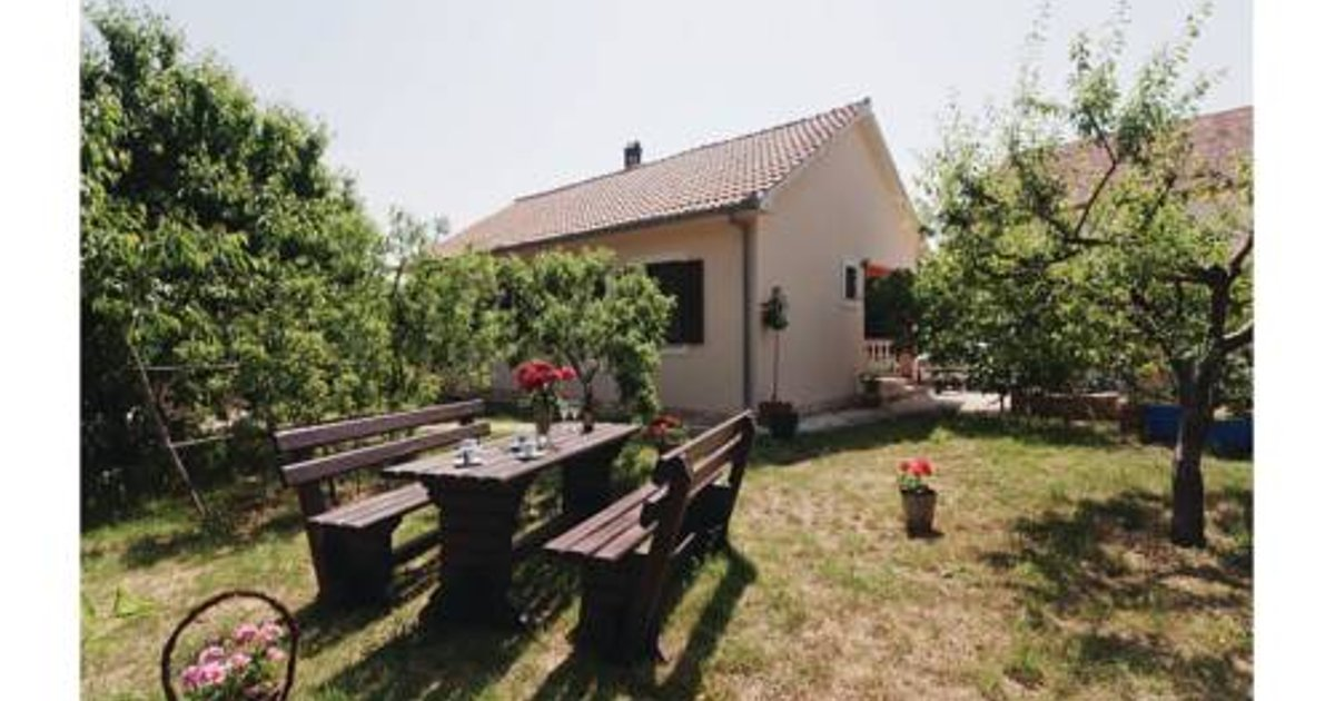 Four-Bedroom Holiday home Posedarje 07