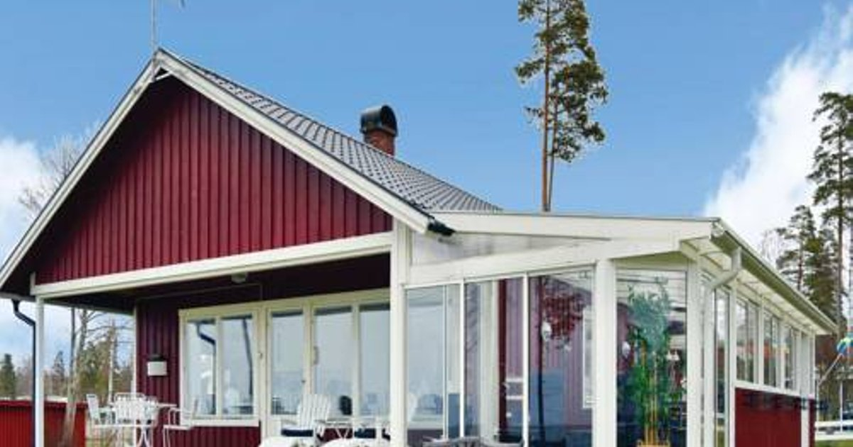 Four-Bedroom Holiday home with Sea View in Sjötorp