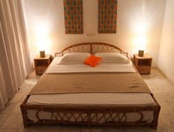Lome hotels with restaurants