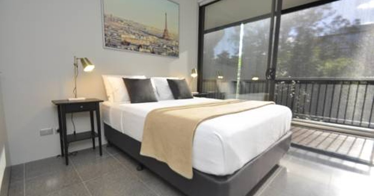 Surry Hills Modern 2 Bedroom Apartment (13ADL)