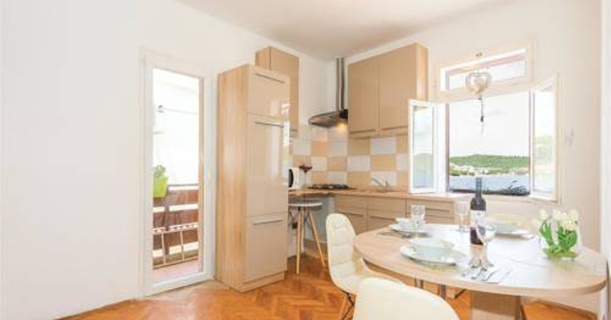Two-Bedroom Apartment in Tisno