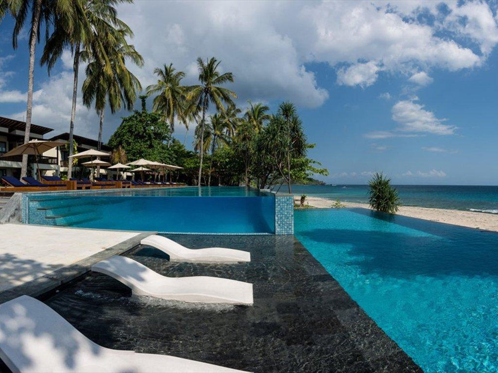 Katamaran Hotel di Pantai Senggigi Lombok