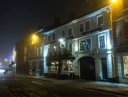 Devizes hotels with restaurants