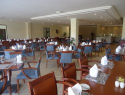 Jebel Dhanna hotels with restaurants