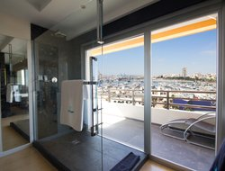 Alicante hotels with restaurants