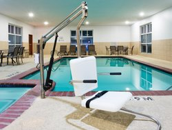 Alvarado hotels with swimming pool
