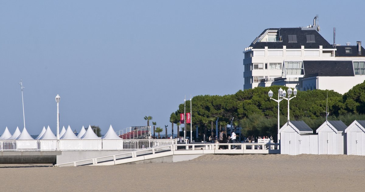 Hotel Le B D'Arcachon (ех. Park Inn by Radisson Arcachon)