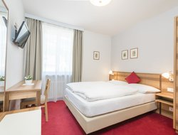 Pets-friendly hotels in Auer