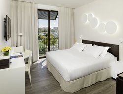 Barcelona hotels with sea view