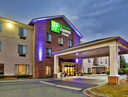 Buford hotels for families with children