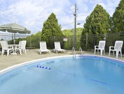 Cartersville hotels with swimming pool