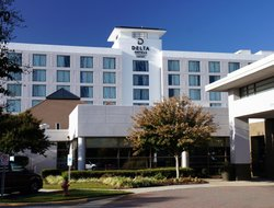 Chesapeake hotels with restaurants