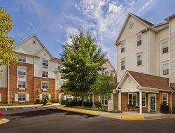 Falls Church hotels with swimming pool