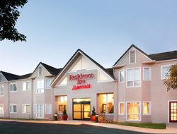 Fountain Valley hotels for families with children