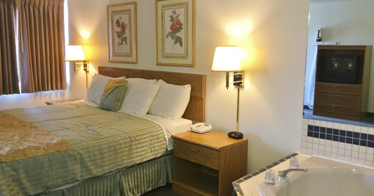 Country Hearth Inn & Suites - Fulton