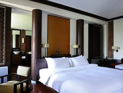 Fuyang hotels with restaurants