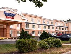 Windsor Locks hotels with swimming pool