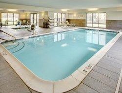 Lansing hotels with swimming pool