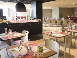 Aulnay-sous-Bois hotels with restaurants